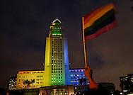 6月13日,在美国洛杉矶,市政大楼点亮了彩虹色的灯光。当日,美国洛杉矶举行烛光守夜活动,数千民众参加悼念周日发生在美国佛罗里达州奥兰多市一家夜总会的枪击事件遇难者。新华社发 (赵汉荣摄)<br /> Los Angeles City Hall lit up in the colors of the LGBT pride flag in honor of the victims of Sunday's Orlando nightclub shooting massacre, in Los Angeles, California, the United States, on Monday, June 13, 2016. (Xinhua/Zhao Hanrong)(Photo by Ringo Chiu/PHOTOFORMULA.com)<br /> <br /> Usage Notes: This content is intended for editorial use only. For other uses, additional clearances may be required.