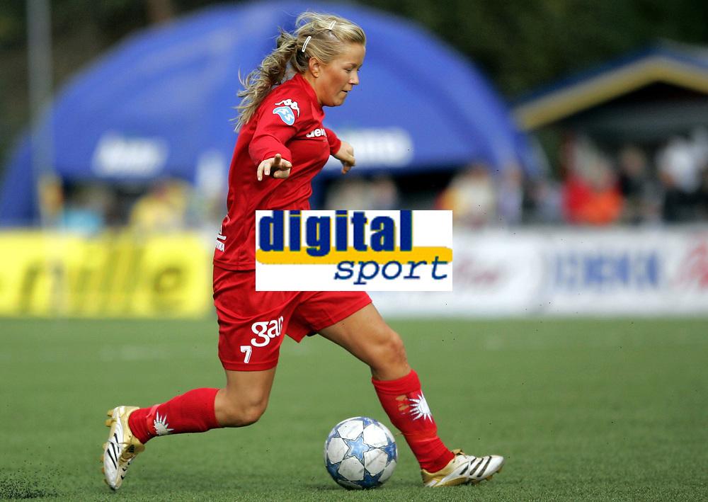 Fotball<br /> Toppserien kvinner 2006<br /> 07.10.2006<br /> R&oslash;a v Trondheims-&Oslash;rn 0-1<br /> Foto: Morten Olsen, Digitalsport<br /> <br /> Lene Mykj&aring;land - R&oslash;a
