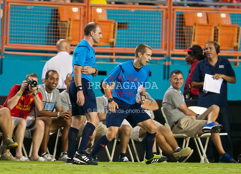 MIAMI, USA - Monday, August 4, 2014: The referee changes his mind after discussion with the fourth official after he awarded Manchester United a goal after the ball went out of play during the International Champions Cup Final match against Liverpool at the SunLife Stadium on day fifteen of the club's USA Tour. (Pic by David Rawcliffe/Propaganda)