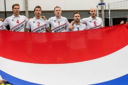 12-05-2017 NED: Nederland - Tsjechië, Amstelveen<br /> De Nederlandse volleybal mannen spelen hun eerste oefeninterland in de Emergohal in Amstelveen tegen Tsjechië. Deze wedstrijd staat in het teken van de verplaatsing van het Bankrasmomument. Nederland speelde daarom in speciale oude Nederlandse shirts uit 1992 / Thijs ter Horst #4, Wessel Keemink #2, Daan van Haarlem #1, Dirk Sparidans #3, Jasper Diefenbach #6
