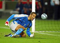 Fotball<br /> Euro 2004<br /> 24.06.2004<br /> Foto: SBI/Digitalsport<br /> NORWAY ONLY<br /> <br /> Kvartfinale<br /> England v Portugal<br /> <br /> David James screams in frustration after failing to save Postiga's penalty