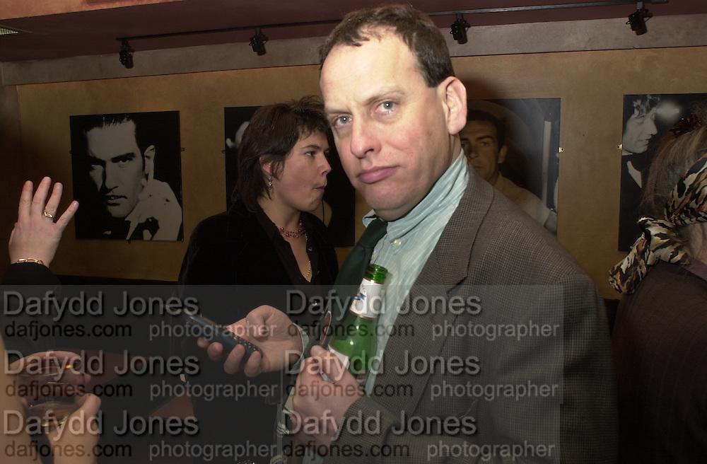 David Millward. Robert Hardman Telegraph goodbye party. Paparazzi Cafe. Hanover St. London W1. 11 January 2000. © Copyright Photograph by Dafydd Jones 66 Stockwell Park Rd. London SW9 0DA Tel 020 7733 0108 www.dafjones.com
