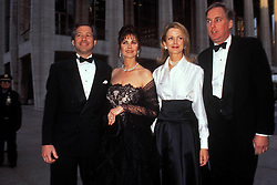 July 18, 2005 - K1416RH.AMERICAN BALLET THEATRE'S SPRING GALA.05-01-1995.LYNDA CARTER WITH HUSBAND ROBERT ALTMAN, BLAINE AND ROBERT TRUMP. ROSE HARTMAN-  PHOTOS(Credit Image: © Rose Hartman/ZUMA Wire)