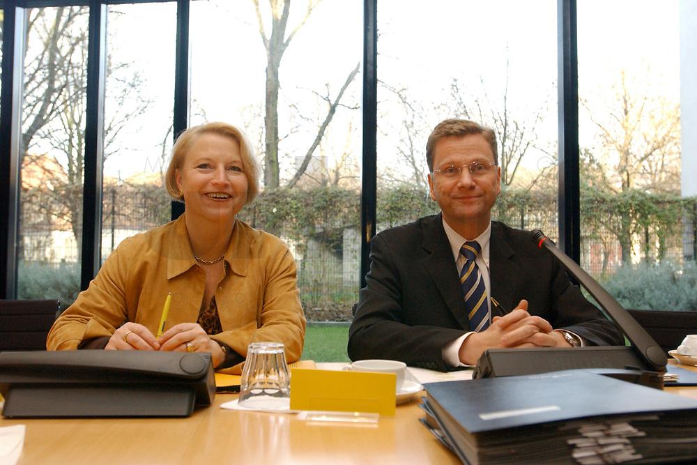 02 DEC 2002, BERLIN/GERMANY:<br /> Cornelia Pieper (L), FDP Generalsekretaerin, und Guido Westerwelle (R), FDP Bundesvorsitzender, vor Beginn der Sitzung FDP Bundesvorstand, Thomas-Dehler-Haus<br /> IMAGE: 20021202-01-021