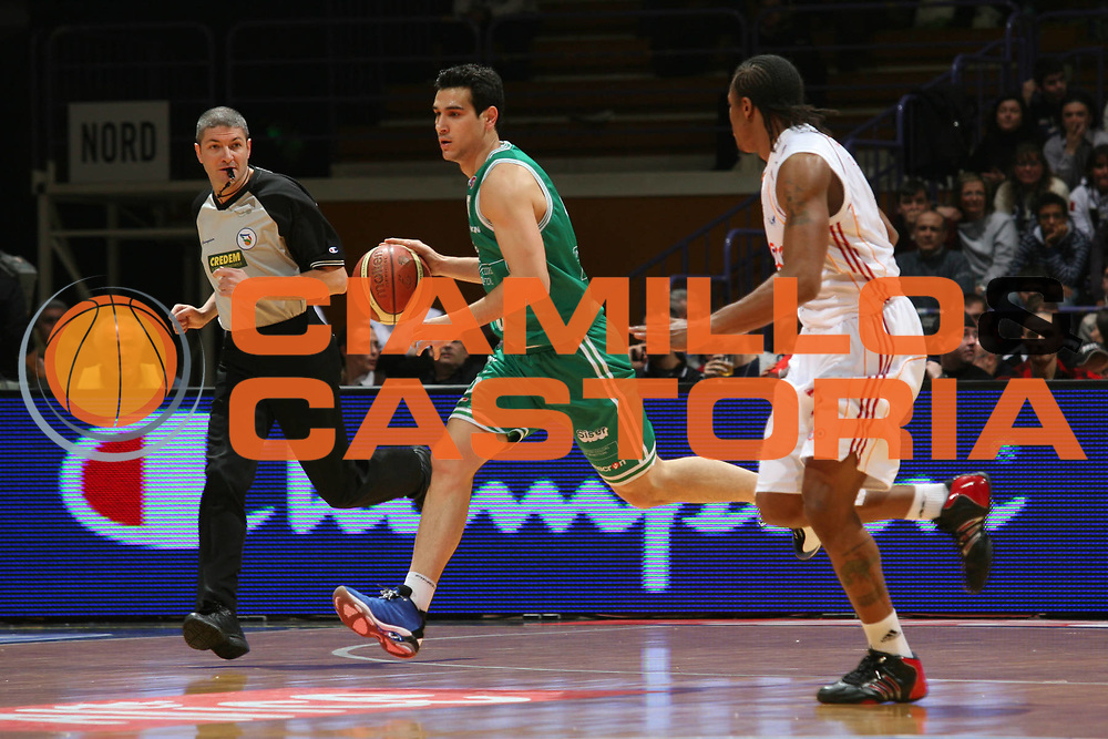 DESCRIZIONE : Bologna Coppa Italia 2006-07 Quarti di Finale Lottomatica Virtus Roma Benetton Treviso<br /> GIOCATORE : Zisis<br /> SQUADRA : Benetton Treviso<br /> EVENTO : Campionato Lega A1 2006-2007 Tim Cup Final Eight Coppa Italia Quarti di Finale<br /> GARA : Lottomatica Virtus Roma Benetton Treviso<br /> DATA : 09/02/2007<br /> CATEGORIA : Palleggio<br /> SPORT : Pallacanestro <br /> AUTORE : Agenzia Ciamillo-Castoria/S.Ceretti