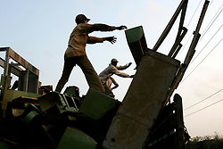 BANGLADESH MADHOM BIBIR HAT 6MARB05 - Labourers unload a truck carrying ship furniture outside one of the many secondary businesses selling hardware recovered from shipbreaking yards at Badhom Bibir Hat outside Chittagong, Bangladesh. ..jre/Photo by Jiri Rezac..© Jiri Rezac 2005..Contact: +44 (0) 7050 110 417.Mobile: +44 (0) 7801 337 683.Office: +44 (0) 20 8968 9635..Email: jiri@jirirezac.com.Web: www.jirirezac.com..© All images Jiri Rezac 2005 - All rights reserved.