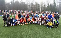 Fussball International 29.02.2016 FIFA Praesident Gianni Infantino (Schweiz) erster Tag im Home of Fifa Gruppenbild aller Spieler nach den Freundschaftsspielen mit dem neuen FIFA Praesident Gianni Infantino (Mitte, Schweiz)