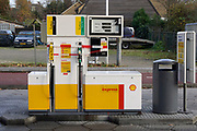 Nederland, Wijchen, 30-11-2018Vanwege de lage waterstand in de grote rivieren kunnen tankstations moeilijker bevoorraad wporden. Dit onbemande Shell tankstation is tijdelijk gesloten omdat de brandstof op is. De grote stations hebben voorrang bij de bevoorrading.Foto: Flip Franssen