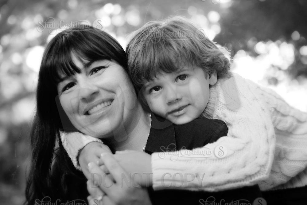 24 October 2009:  Matt, Julie, Skyler, Leanna and Roxy Eklund during a family portrait sesssion at Irvine Regional Park.