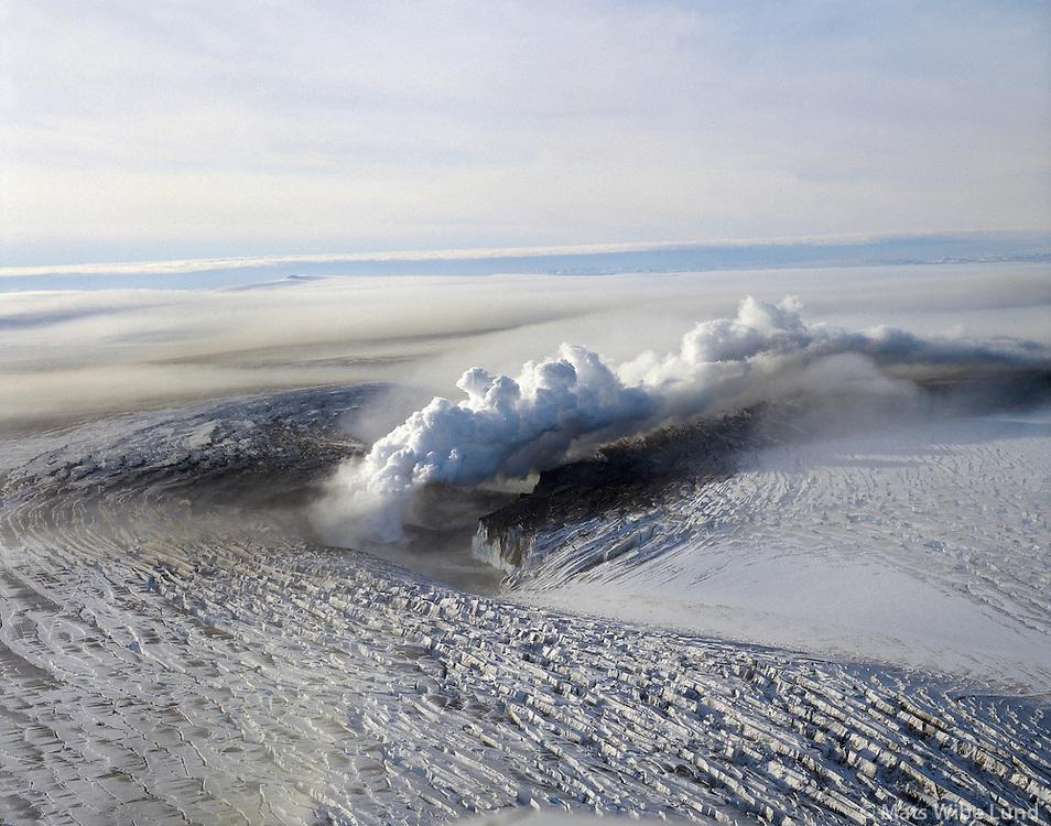 Eldgosið, Gjálp i Bárðarbunga, Vatnajökull..Volcanic eruption, Gjaldp from underneath the galcier cap at Bardarbunga on Vatnajokull