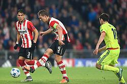 08-12-2015 NED: UEFA CL PSV - CSKA Moskou, Eindhoven<br /> PSV wint met 2-1 en plaatst zich voor de volgende ronde in de CL / Balcontrole bij Luuk de Jong #9 die vervolgens de gelijkmaker 1-1 binnenschiet. Hector Moreno #3