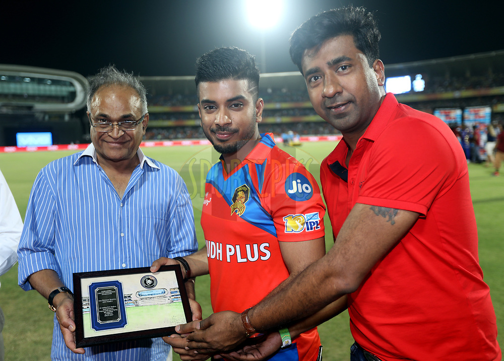Niranjan Shah BCCI Official gives memento to Keshav Bansal owner of Gujatar Lions during match 35 of the Vivo 2017 Indian Premier League between the Gujarat Lions and the Mumbai Indians  held at the Saurashtra Cricket Association Stadium in Rajkot, India on the 29th April 2017<br /> <br /> Photo by Sandeep Shetty - Sportzpics - IPL