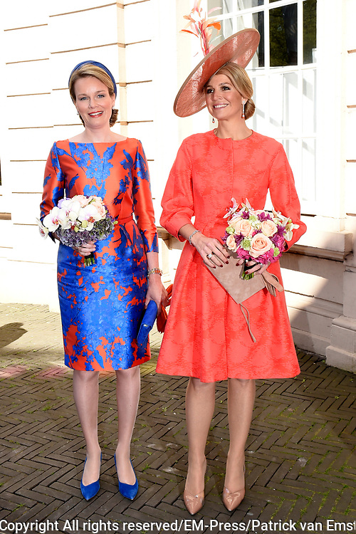 Koningin M&aacute;xima en koningin Mathilde van Belgi&euml; openen de beeldententoonstelling Den Haag Sculptuur op het Lange Voorhout. In de openlucht tentoonstelling 'Vormidable' staan kunstwerken van gevestigde en opkomende Vlaamse kunstenaars, wordt twintig jaar culturele samenwerking tussen Nedeland en Belgi&euml; gevierd.<br /> <br /> <br /> Queen Maxima and Queen Mathilde of Belgium opened the sculpture exhibition The Hague Sculpture on the Lange Voorhout. In the outdoor exhibition Vormidable 'are works by established and emerging Flemish artists, celebrates twenty years of cultural cooperation between the laws of the Netherlands and Belgium.<br /> <br /> Op de foto / On the photo:  Aankomst Koningin M&aacute;xima en koningin Mathilde bij de stadsschouwburg  ////  Arrival Queen Maxima and Queen Mathildeat the City Theatre