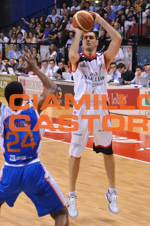 DESCRIZIONE : Biella Lega A 2010-11 Angelico Biella Enel Brindisi<br /> GIOCATORE : Matteo Soragna<br /> SQUADRA : Angelico Biella<br /> EVENTO : Campionato Lega A 2010-2011<br /> GARA : Angelico Biella Enel Brindisi<br /> DATA : 12/05/2011<br /> CATEGORIA : Tiro<br /> SPORT : Pallacanestro<br /> AUTORE : Agenzia Ciamillo-Castoria/S.Ceretti<br /> Galleria : Lega Basket A 2010-2011<br /> Fotonotizia : Biella Lega A 2010-11 Angelico Biella Enel Brindisi<br /> Predefinita :