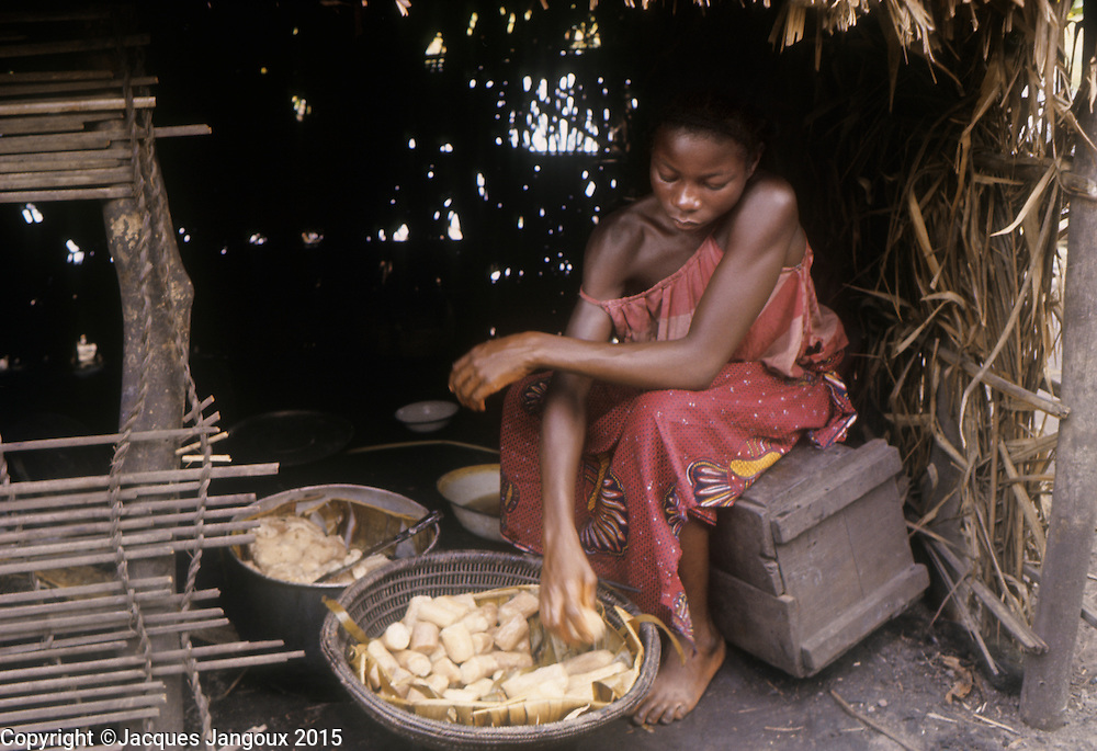 Africa, Democratic Republic of the Congo, Ngiri River area, Libinza tribe. Girl preparing manioc.