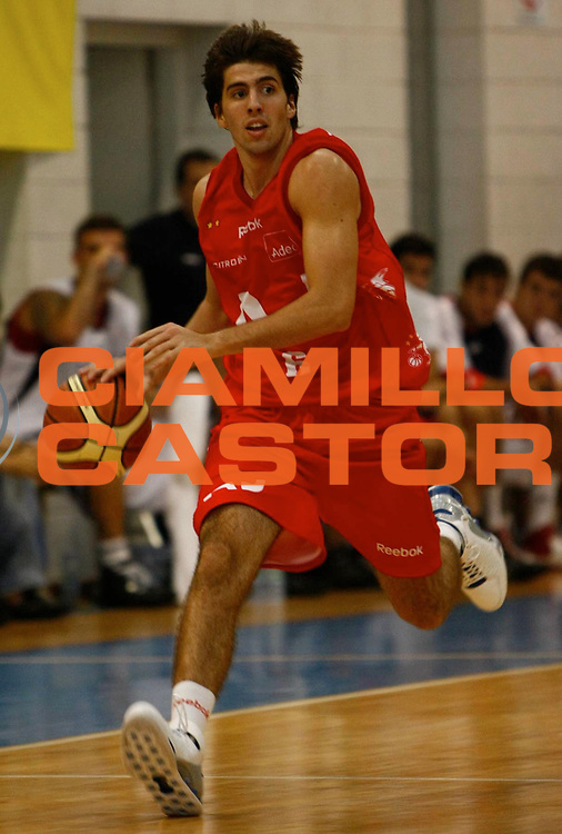 DESCRIZIONE : Sondrio Lega A1 2008-09 Amichevole Armani Jeans Milano Efes Pilsen Istanbul <br /> GIOCATORE : Ariel Filloy <br /> SQUADRA : Armani Jeans Milano <br /> EVENTO : Campionato Lega A1 2008-2009 <br /> GARA : Armani Jeans Milano Efes Pilsen Istanbul <br /> DATA : 06/09/2008 <br /> CATEGORIA : Palleggio <br /> SPORT : Pallacanestro <br /> AUTORE : Agenzia Ciamillo-Castoria/C.Scaccini
