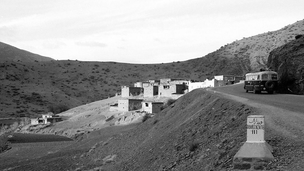 Buss på väg mot Quarzazate genom Atlasbergen i Marocko 1971