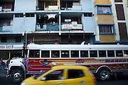 Bus diablo rojo transitando por Calidonia. Panama, 5 de enero de 2012. Victoria Murillo/Istmophoto)