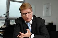 09 JAN 2007, BERLIN/GERMANY:<br /> Ronald Pofalla, CDU Generalsekretaer, waehrend einem Interview, in seinem Buero, CDU Bundesgeschaeftsstelle<br /> IMAGE: 20070109-01-003