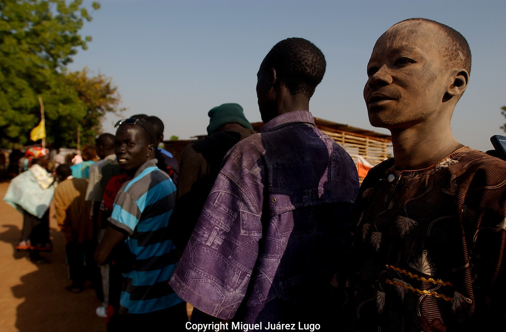 Reak Jambo, 28, from the Mundare Tribe, waits on line to cast his vote in a poll station in the town of Somba, South Sudan.  (PHOTO: MIGUEL JUAREZ LUGO)