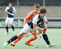 AMSTELVEEN - Neth. -   De fransman Francois Goyet met Thierry Brinkman tijdens de interland wedstrijd tussen de mannen van Nederland en Frankrijk (8-1), ter voorbereiding van het EK . COPYRIGHT KOEN SUYK