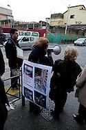 Roma, 2 Marzo 2013.Via Crucis laica per difendere i beni comuni in III municipio, contro le ordinanze della giunta e contro  i 12  nuovi progetti che per il municipio sono come un borbandamento edilizio.La manifestazione è organizzata dal Comitato Progetto Urbano San Lorenzo.I cittadini davanti ad uno dei luoghi simbolo della speculazione nel quartiere di San Lorenzo