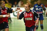 Håndball, 25. september 2002. Treningskamp, Norge - Jugoslavia 28-29. Karoline Dyrhe Breivang og Tonje Larsen, Norge.