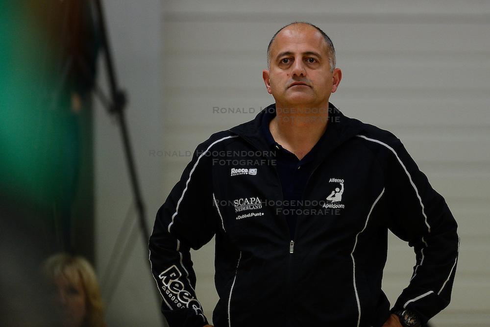 10-11-2013 VOLLEYBAL: VV ALTERNO - VC WEERT: APELDOORN<br /> Alterno wint met 3-0 van Weert / Trainer-Coach Ali Moghaddasian<br /> &copy;2013-FotoHoogendoorn.nl