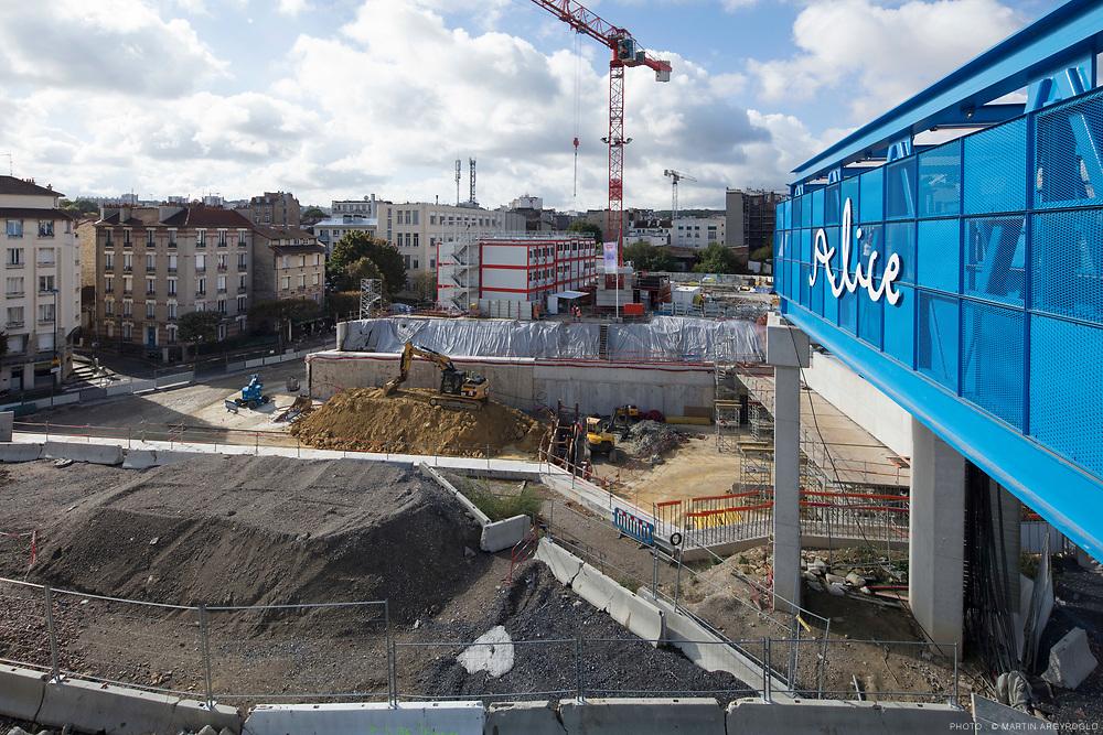 Chantier de la gare de Clamart et du Grand Paris Express. Cette gare est l'une des 68 stations du métro de 200 km en cours d'aménagement et qui fera le tour de la capitale d'ici à 2030. Baptisée « Fort d'Issy-Vanves-Clamart », la nouvelle gare, profonde de 40 mètres, permettra de connecter la ligne N au tube de la future ligne 15 sud (Pont-de-Sèvres/Noisy-Champs) du Grand Paris Express.