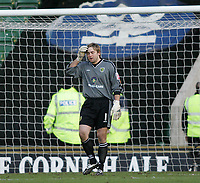 Photo: Lee Earle.<br /> Plymouth Argyle v Norwich City. Coca Cola Championship.<br /> 14/01/2006. Norwich keeper Rob Green looks frustrated after Plymouth score.