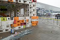 Serbian pavilion is not ready for Shanghai Expo opening. Le pavillon de la Serbie n'est pas termine pour l'ouverture de Shanghai Expo 2010 le 1 mai 2010.