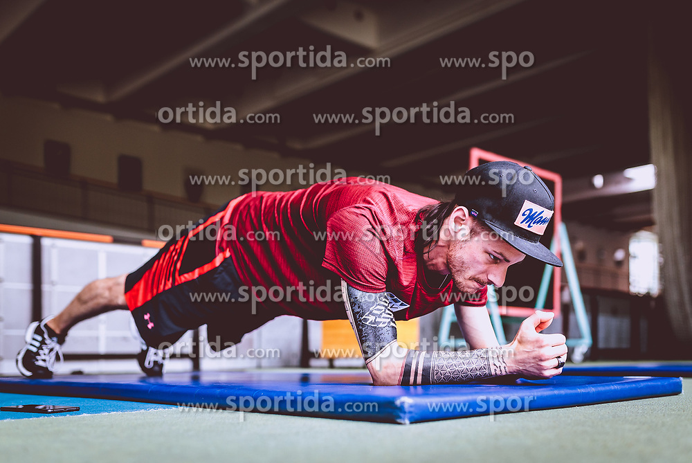 24.05.2017, Olympiazentrum Salzburg-Rif, Hallein, AUT, Manuel Fettner im Portrait, im Bild der Österreichische Skispringer Manuel Fettner bei einem Training in der Turnhalle // the Austrian Skijumper Manuel Fettner during a Training at the Olympiazentrum Salzburg-Rif in Hallein, Austria on 2017/05/24. EXPA Pictures © 2017, PhotoCredit: EXPA/ JFK