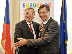 Jean-Claude Juncker, Luxembourg's prime minister, left, is greeted by  Jan Fischer, prime minister of the Czech Republic, for a bilateral meeting at the permanent representation of the Czech Republic, in Brussels, Belgium, Thursday, June 18, 2009. (Photo © Jock Fistick)
