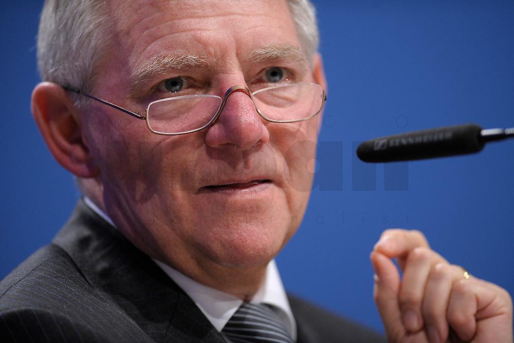 07 JAN 2008, KOELN/GERMANY:<br /> Wolfgang Schaeuble, CDU, Bundesinnenminister, haelt eine Rede, Gewerkschaftspolitische Arbeitstagung des Deutschen Beamtenbundes, dbb, Messe Koeln<br /> IMAGE: 20080107-01-083<br /> KEYWORDS: Köln, Wolfgang Schäuble