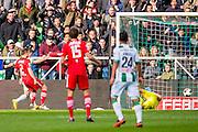 GRONINGEN - 23-10-2016, FC Groningen - AZ, Noordlease Stadion,  FC Groningen speler Bryan Linssen (l) scoort hier de 1-0, doelpunt, AZ speler Mattias Johansson, AZ keeper Sergio Rochet.