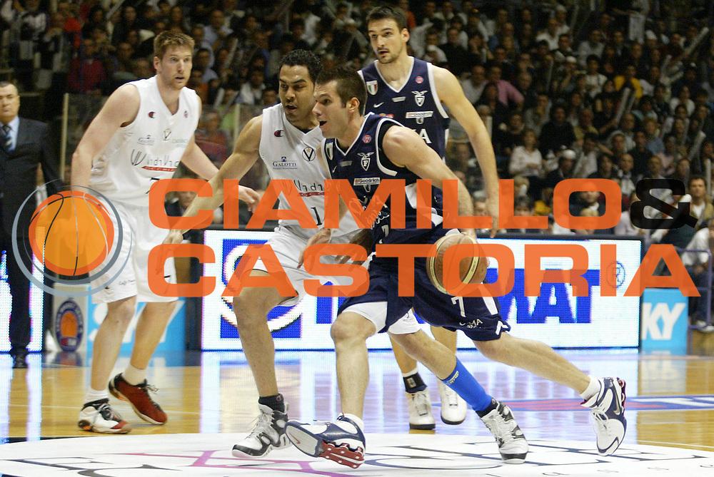 DESCRIZIONE : Bologna Lega A1 2005-06 VidiVici Virtus Bologna Climamio Fortitudo Bologna <br /> GIOCATORE : Becirovic <br /> SQUADRA : Fortitudo Bologna <br /> EVENTO : Campionato Lega A1 2005-2006 <br /> GARA : VidiVici Virtus Bologna Climamio Fortitudo Bologna <br /> DATA : 15/04/2006 <br /> CATEGORIA : Penetrazione <br /> SPORT : Pallacanestro <br /> AUTORE : Agenzia Ciamillo-Castoria/L.Villani