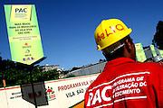 Belo Horizonte_MG, Brasil...Obras do PAC (Plano de Aceleracao do Crescimento) na Vila Sao Jose em Belo Horizonte, Minas Gerais...The PAC (Growth Acceleration Program) of Federal Governor in Sao Jose village in Belo Horizonte, Minas Gerais...Foto: JOAO MARCOS ROSA / NITRO