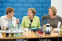 27 MAR 2016, BERLIN/GERMANY:<br /> Annegret Kamp-Karrenbauer (L), CDU, Ministerpraesidentin, Angela Merkel (M), CDU, Budneskanzlerin, Julia Kloeckner (R), CDU Landesvorsitzender Rheinland-Pfalz, im Gespraech, vor Beginn einer Sitzung des Bundesvorstandes nach der Landtagswahl im Saarland, Konrad-Adenauer-aus<br /> IMAGE: 20170327-01-019<br /> KEYWORDS: Julia Kl&ouml;ckner, Gespr&auml;ch