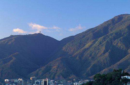 Valle de Caracas y cerro El Avila, Distrito Federal, Venezuela.