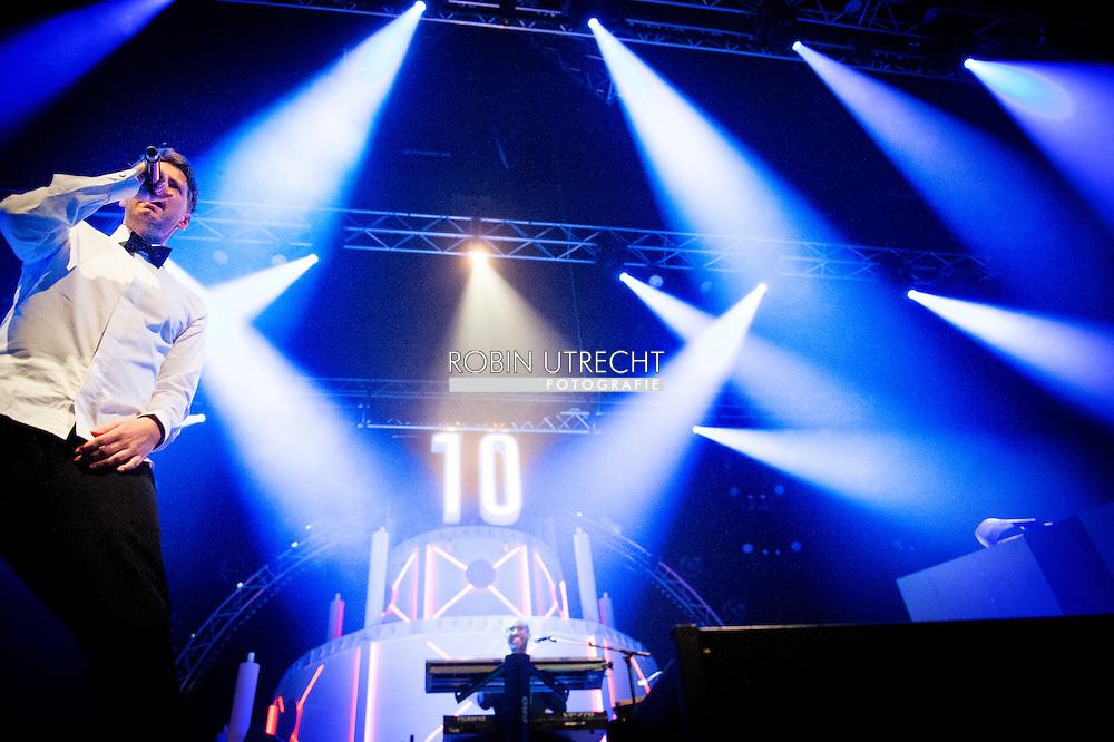 AMSTERDAM - concert van De Jeugd Van Tegenwoordig geeft op donderdag 11 juni 2015 een concert in de Heineken Music Hall. De show staat in het teken van het tienjarig bestaan van de Amsterdamse rapformatie met als titel  'X  - Viering van het Super Decennium'. COPYRIGHT ROBIN UTRECHT