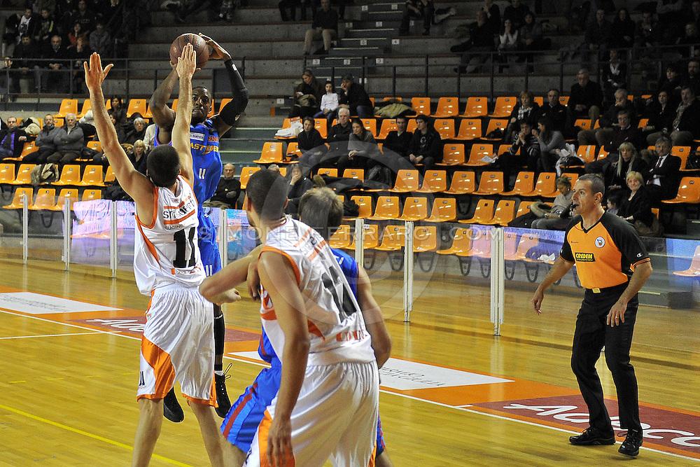 Udine, 19/12/2010..PalaCarnera. Campionato di Basket LegaDue 2010/11.  Regular Season. .Snaidero Udine vs Fastweb Casale Monferrato..Nella foto: Donell Taylor.Foto di Simone Ferraro