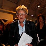NLD/Naarden/20100311 - Persconferentie van Jan des Bouvrie,