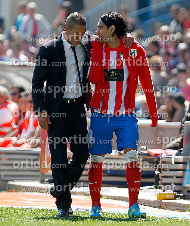 01.04.2012, Vicente Calderon Stadion, Madrid, ESP, Primera Division, Atletico Madrid vs FC Getafe, 31. Spieltag, im Bild Atletico de Madrid's coach Diego Pablo Cholo Simeone (l) and Radamel Falcao // during the football match of spanish 'primera divison' league, 31th round, between Atletico Madrid and FC Getafe at Vicente Calderon stadium, Madrid, Spain on 2012/04/01. EXPA Pictures © 2012, PhotoCredit: EXPA/ Alterphotos/ Acero..***** ATTENTION - OUT OF ESP and SUI *****