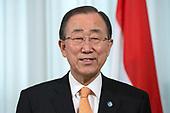 Koenders onderscheidt Ban Ki-moon