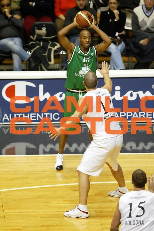 DESCRIZIONE : Bologna Lega A1 2005-06 Caffe Maxim Virtus Bologna Mens Sana Montepaschi Siena <br /> GIOCATORE : Woodward Champion <br /> SQUADRA : Mens Sana Montepaschi Siena <br /> EVENTO : Campionato Lega A1 2005-2006 <br /> GARA : Caffe Maxim Virtus Bologna Mens Sana Montepaschi Siena <br /> DATA : 13/11/2005 <br /> CATEGORIA : Passaggio <br /> SPORT : Pallacanestro <br /> AUTORE : Agenzia Ciamillo-Castoria/G.Ciamillo