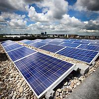 Nederland, Amsterdam , 12 juli 2012..De zonnepanelen op de daken van het recent ontwikkelde woon-werkproject Funenpark..Solar panels on roofs in Amsterdam.