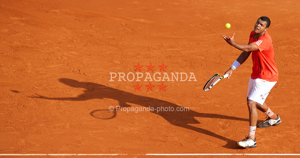 MONTE-CARLO, MONACO - Tuesday, April 13, 2010: Jo-Wilfried Tsonga (FRA) in action during his 7-6 (5), 7-5 victory during the Men's Singles 2nd Round at the ATP Masters Series Monte-Carlo at the Monte-Carlo Country Club. (Photo by David Rawcliffe/Propaganda)