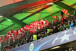 21.10.2015, Volkswagen Arena, Wolfsburg, GER, UEFA CL, VfL Wolfsburg vs PSV Eindhoven, Gruppe B, im Bild Die Fans des PSV Eindhoven entzuendeten vor dem Spiel im Oberrang Bengalos // during UEFA Champions League group B match between VfL Wolfsburg and PSV Eindhoven at the Volkswagen Arena in Wolfsburg, Germany on 2015/10/21. EXPA Pictures © 2015, PhotoCredit: EXPA/ Eibner-Pressefoto/ Hundt<br /> <br /> *****ATTENTION - OUT of GER*****