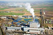 Nederland, Gelderland, Duiven, 11-02-2008; vuilverbrandingsinstallatie AVR AVIRA, vuilverbrandingsinstallatie in combinatie met energie centrale; ook rioolwateringszuivering (zuivering rioolwater, afvalwater); deel van afvalverwerkingsbedrijf AVR-AVIRA-Van Gansewinkel; recreatiewoningen in de Lathumse Plas in de achtergrond; warmtelevering, warmte levering, vuilverbranding, emissie, co2, kooldioxide, uitstoot, afvalverwerking, milieu, verbranding, recycling, hergebruik, afval, afvalverbranding, compostering, compost, energieterugwinning, afvalstoffen, hergebruik, AVIRA, NUON, AVR, Gansewinkel,..luchtfoto (toeslag); aerial photo (additional fee required); .foto Siebe Swart / photo Siebe Swart