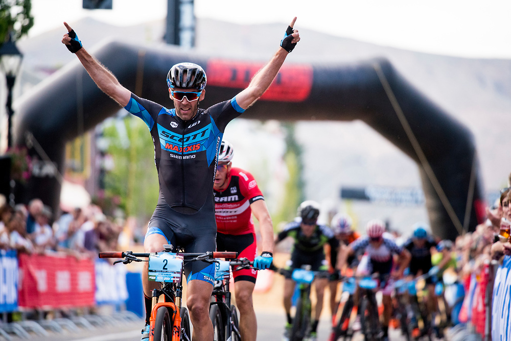 Geoff Kabush wins the Pro Men's Fat Tire Crit on Friday.